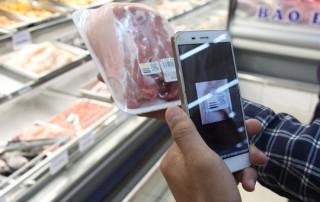 Thịt heo bán tại nhiều siêu thị ở TP HCM đã truy xuất được nguồn gốc bằng điện thoại thông minh